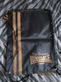 LONSDALE PUMP TYPE DRAWSTRING BAG BLACK WITH GOLD LOGO BRAND NEW
