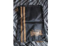 LONSDALE PUMP TYPE DRAWSTRING BAG BLACK WITH GOLD LOGO BRAND NEW