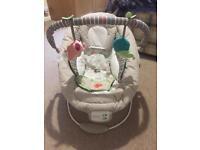 Baby bouncer (vibrate/lullabies)