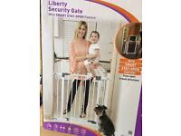 Baby safety stair gate