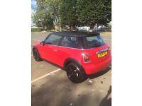 Mini Cooper 1.6 - Red and Black
