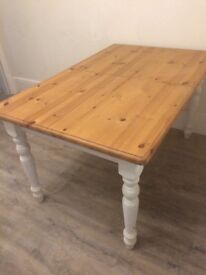 Extendable pine wood Table AND bench