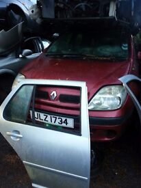 2001 RENAULT SCENIC 1.6 16V PETROL WINDSCREEN FOR SALE MORE PARTS AVAILABLE