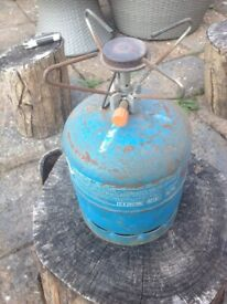 Camping gaz bottle with cooking attachment