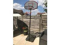 Freestanding adjustable basketball net