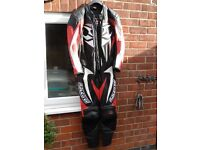 Hein Gericke Mens 1 x piece motorcycle leathers with full body armour.