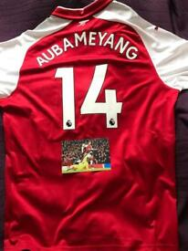 Aubameyang shirt comes with signed picture
