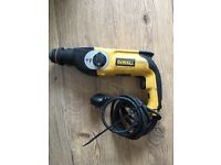 De Walt D25123 230v 800w hammerdrill in very Good Working condition And de Walt Dw25033 lx 710w