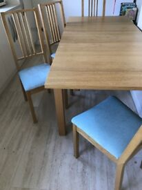 Extendable dining table & 4 chairs v good condition