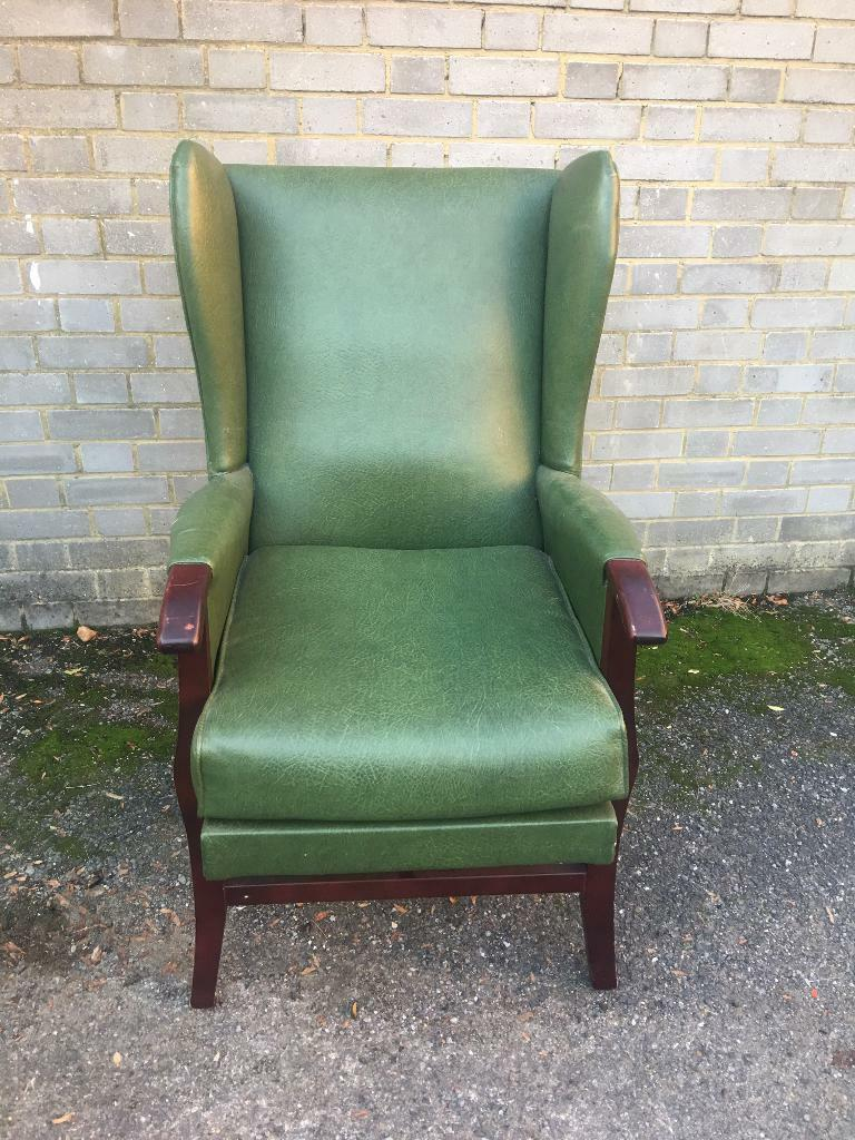 VINTAGE ARMCHAIR FREE DELIVERY ENGLISH WING BACK ARMCHAIR 🇬🇧