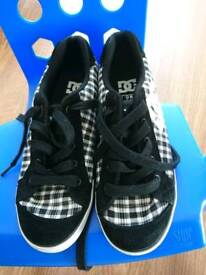 DC skate shoes size 7
