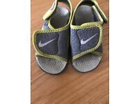 Boys Nike sandals size 5