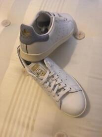 Unisex Adidas Stan Smith Originals White with grey/blue back size 7 UK