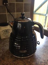 Delonghi Black kettle