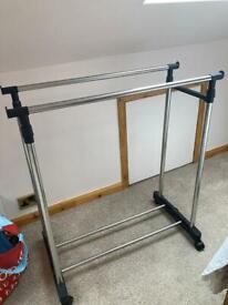 Adjustable double clothes rail