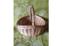 Wicker shopping basket with handle