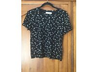 Abercrombie & Fitch tops size M from the teenage range - barely worn