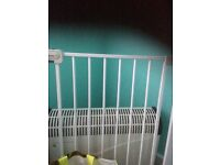 Baby Gate .. no need to drill holes