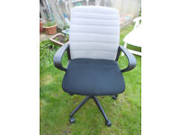 COMPUTER CHAIR WITH COMPACT FOLD DOWN BACK