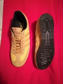 Size 8 adidas dragons 20 pounds, good condition, no box