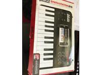 Akai synthstation 25 midi keyboard