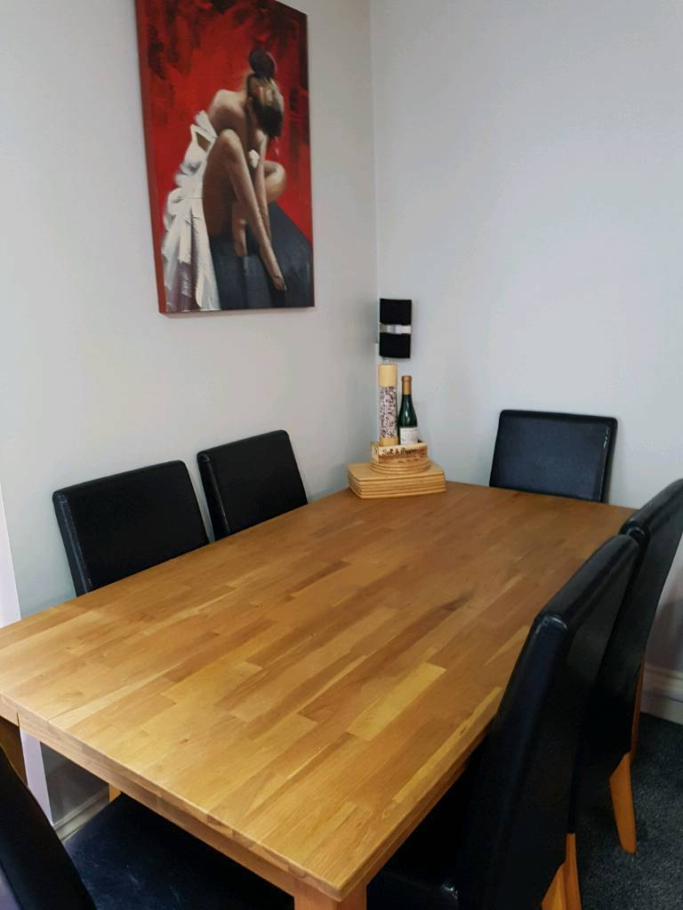 Wooden extendable table and 6 black chairs
