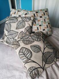 4 Small Cushions