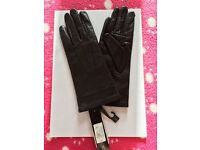 Ladies black leather gloves - size small - Brand New
