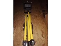230v 500w Halogen waterproof IP44 tripod flood light / work light + 2 spare bulbs - DIY