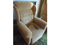 2 Willowbrook Riser /recliner chairs & matching 2 seater settee, excellent condition