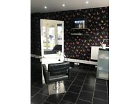 Hairdressing chair to rent in a great location