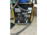Giant 150 Amp Mig Welder 240v two lots of wire and mask