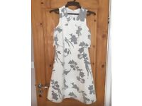 BEAUTIFUL ABSTRACT FLORAL PATTERNED DRESS - SIZE 10 (ONLY BEEN WORN TWICE)