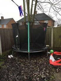 Trampoline 8ft good condition