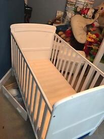 White baby cot