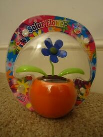 Solar dancing Flower, moves when placed in light. no batteries needed