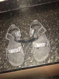 Boys Nike Flip Flops Black Size 4.5