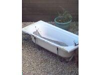 Bath tub free for uplift
