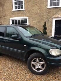 Excellent runner, dark green. Automatic. Excellent condition inside. A few marks outside.