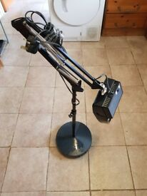 EXCELLENT CONDITION MAGNIFYING NEEDLE POINT CLOSE WORK EXTENDING FLOOR LAMP