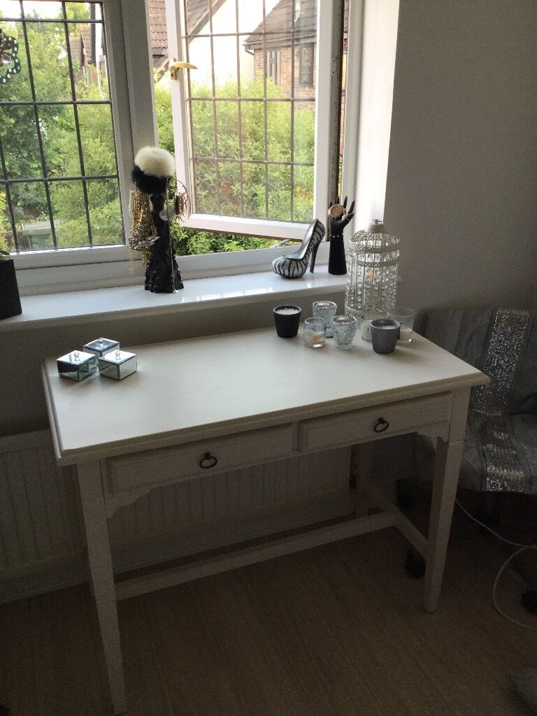 Console table dressing tablein Wickford, EssexGumtree - Good quality heavy Beautiful console table/dressing table Approx 1m wide 500mm deep 770mm high cream coloured two pull out deep drawers overall Im very good clean condition apart from few minor wear marks which I have tried to photo