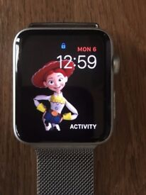 APPLEWATCH 42MM SPORT COME WITH CHARGER AND BOX PLEASE CALL 07707119599