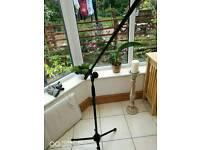 Free mic stand