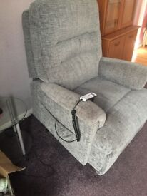 Rise and Recliner Electric chair in fabulous condition