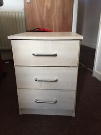 Room furniture (10 pieces) in good condition