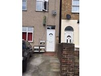 AVAILABLE NOW!!!BEAUTIFUL ONE BEDROOM GROUND FLOOR FLAT ELM PARK RM12 4PQ £1080 ALL INCLUSIVE