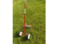 LAWN RAKE-WHEEL ASSISTED TO HELP