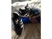 Black white gold addidas trainers good condition size 9
