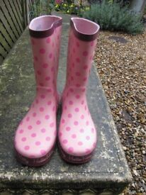 Pink wellington boots Hello Kitty size 1 £2 good condition used for forest school