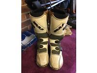Moro cross boots